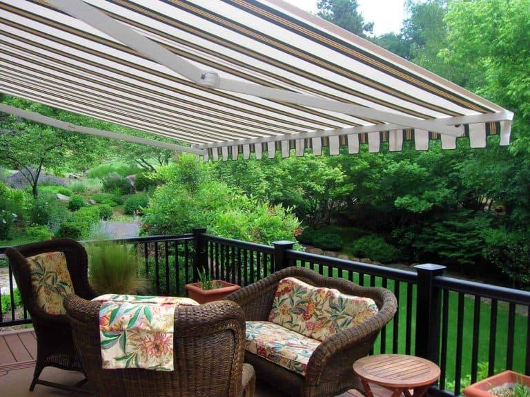 custom retractable awning