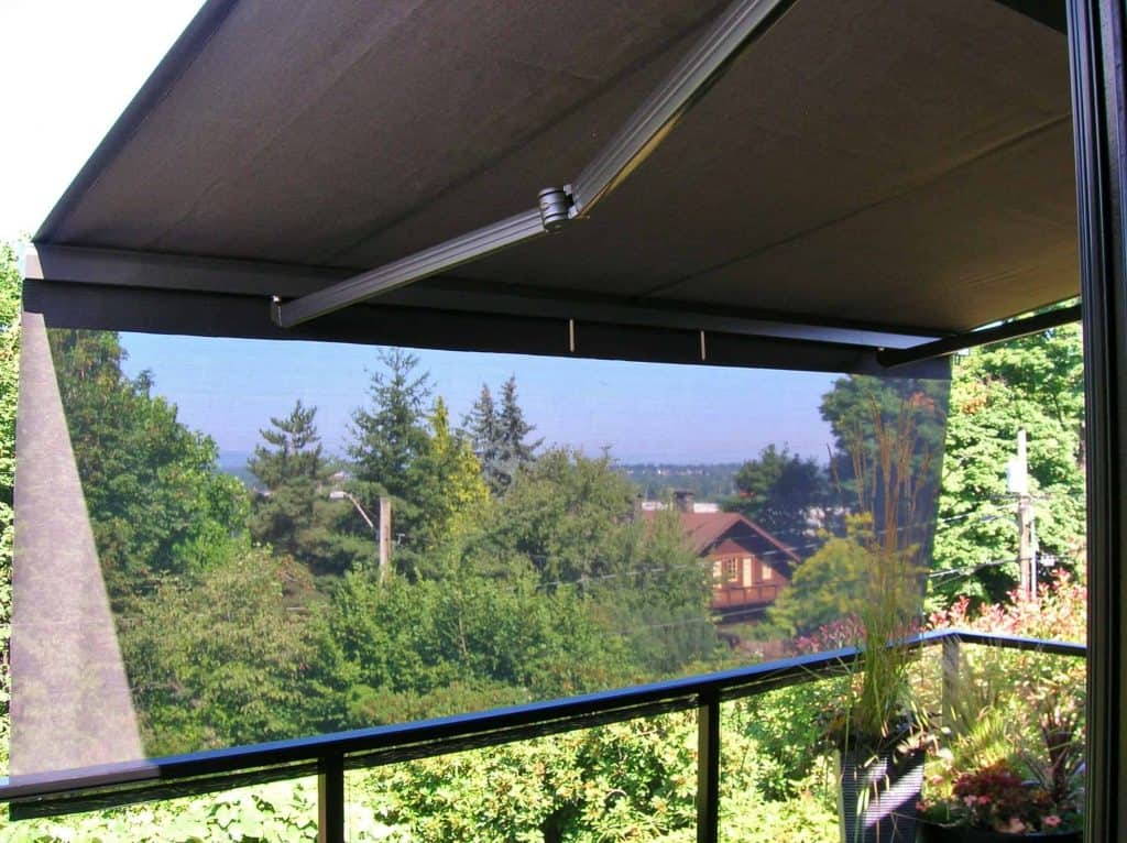 retractable awning with drop screen