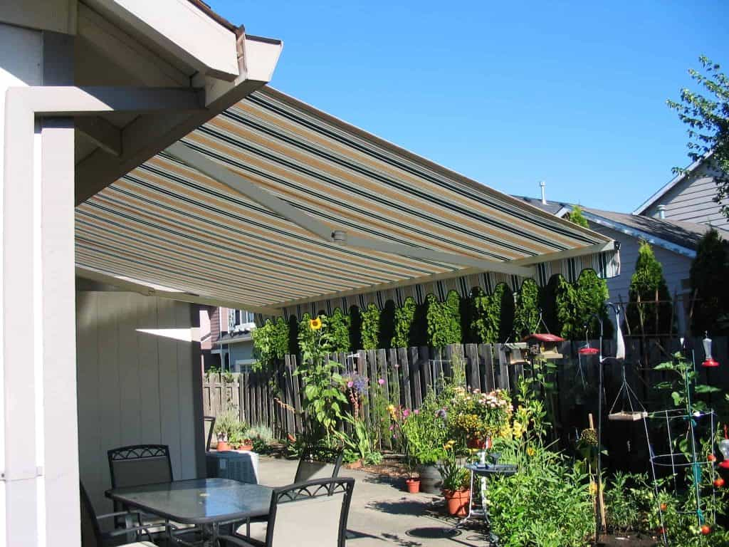 custom retractable awning