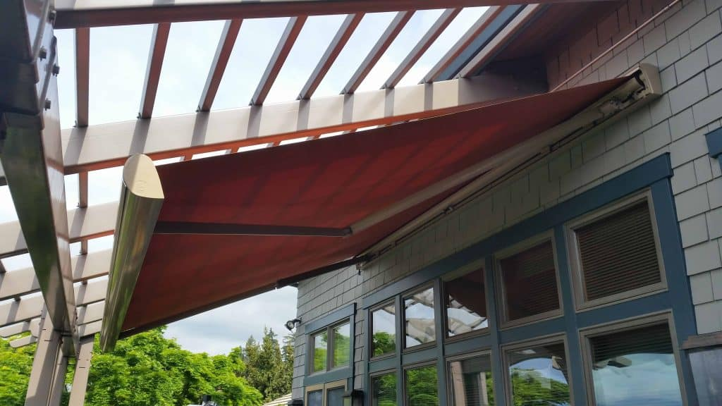 oregon retractable awning