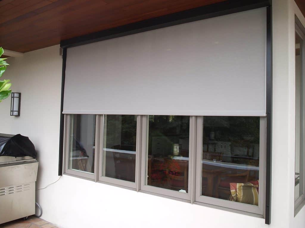 retractable exterior window screen