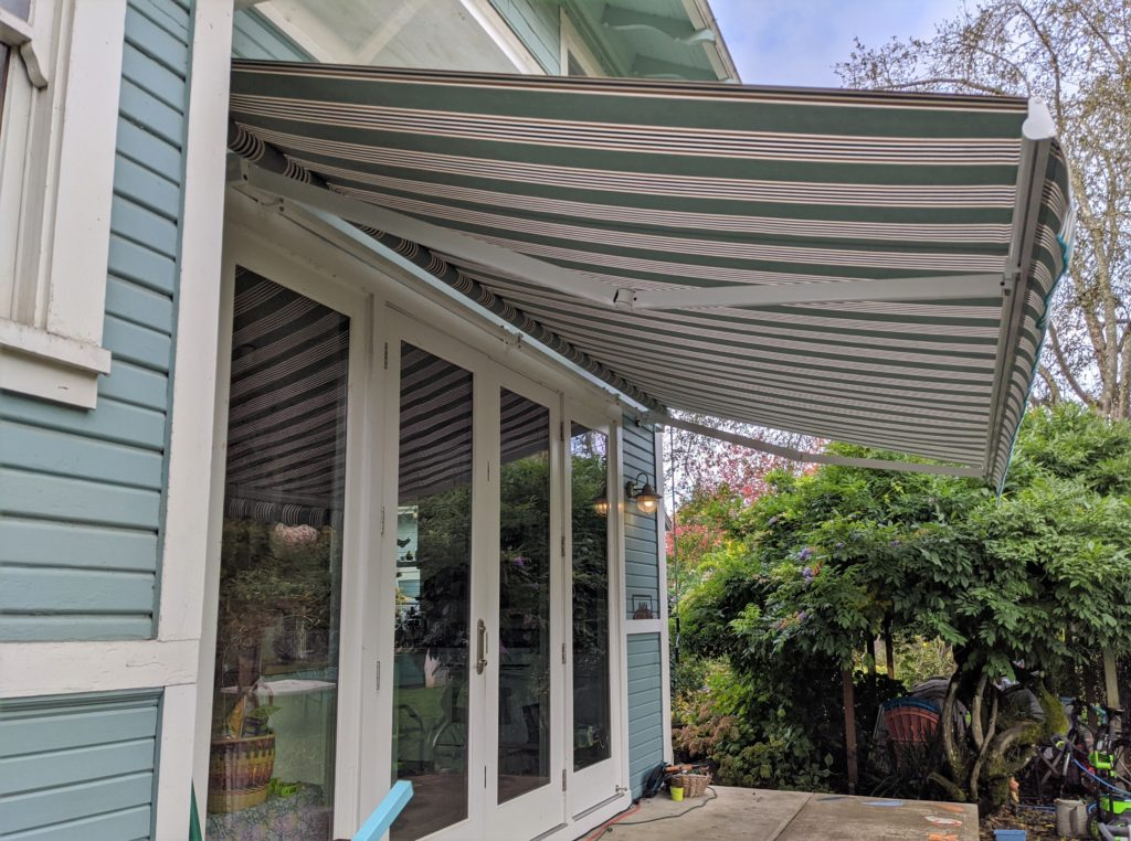 retractable awning (3)